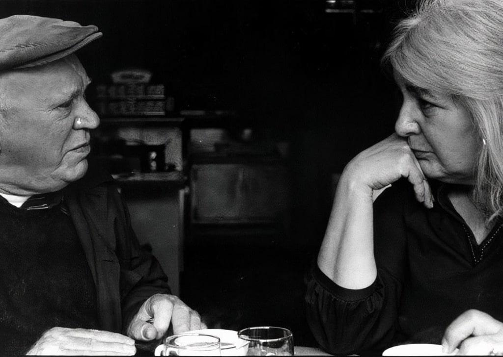 Эрик Хоффер и Лили Осборн в ресторане