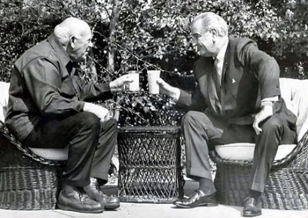 Эрик Хоффер и президент Джонсон в Белом доме