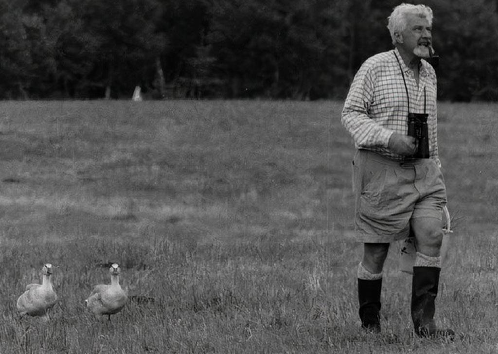 Конрад Лоренц на прогулке