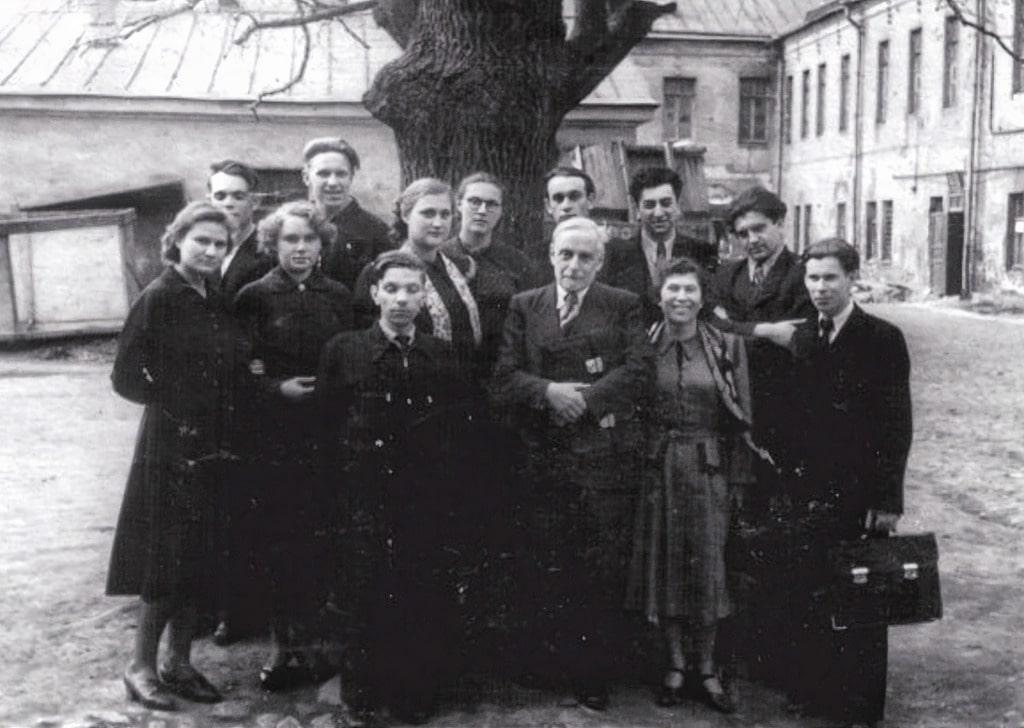Владимир Пропп со студентами