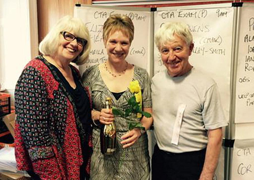 Лиза Хитли, Адриана Ли и Ян Стюарт в Эдинбурге, 2015 год
